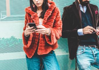 Femeile, mai suspicioase în social media