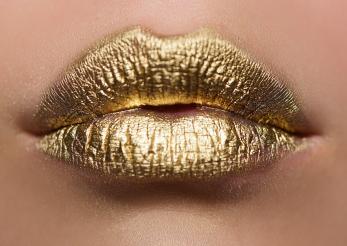 Când buzele îmbătrânesc, ce model alegi?