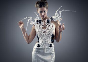 O nouă invenţie în industria modei – rochia care arată ce gândeşti