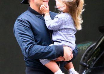 Bradley Cooper se ocupă de educația fiicei lui, acasă