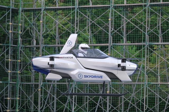Mașină zburatoare, un vis pentru blocajele din trafic