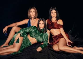 Surorile Kardashian lansează un set de parfumuri