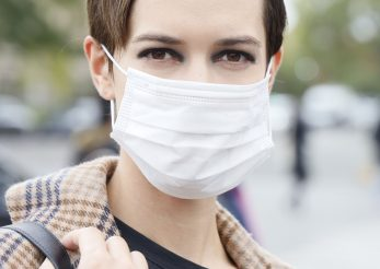 Smokey eyes, noul trend al erei măștii de protecție