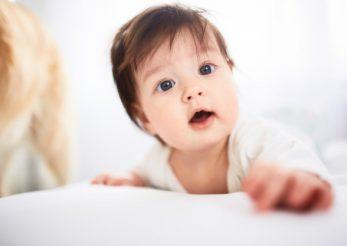 5 comportamente ciudate ale bebelușilor