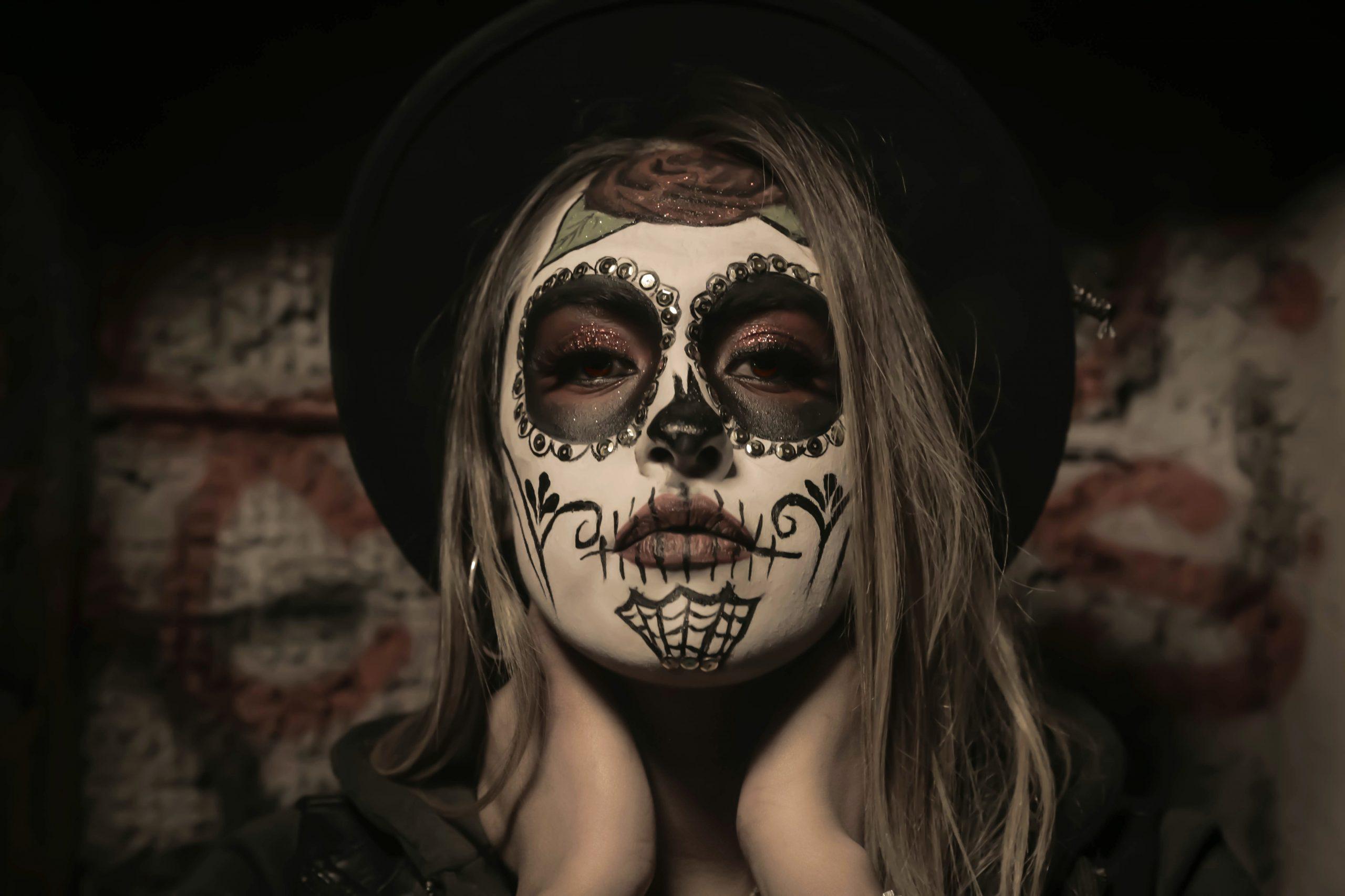 Idei simple de machiaj pentru Halloween