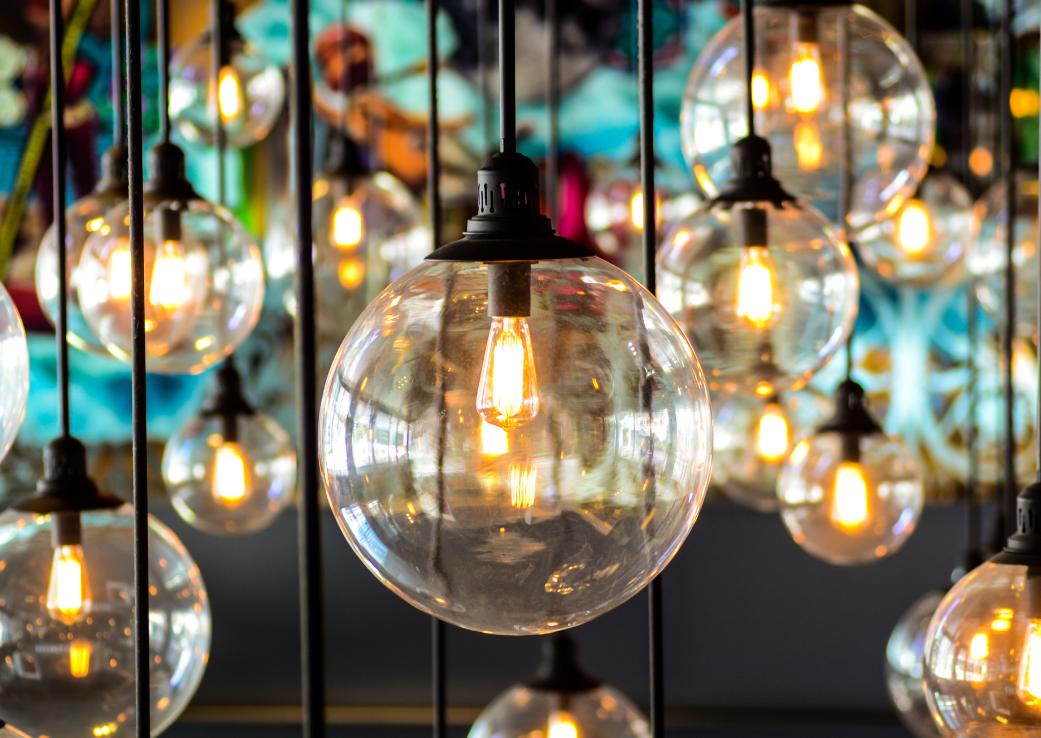 Cum să alegi iluminatul corect pentru casa ta