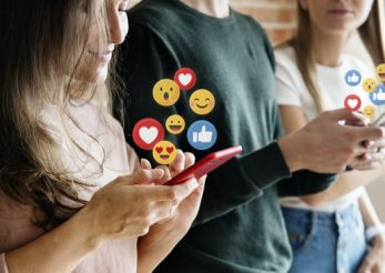 Semne că ești dependentă de social media