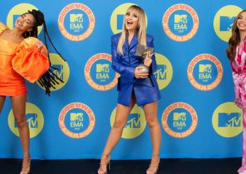 Ținutele de pe covorul roșu – MTV EMA 2020
