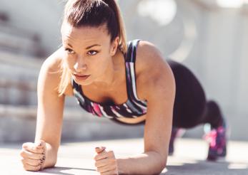 Cupa A, B sau C? Iată 5 exerciții prin care să îți mărești sânii