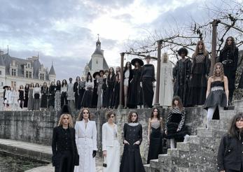 Chanel pune în scenă un basm: colecția Métiers d'Art 2021