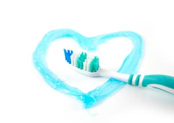 Dinţi mai curaţi, inimă mai sănătoasă