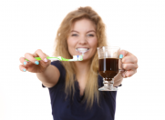 7 alimente care îți pătează dinții