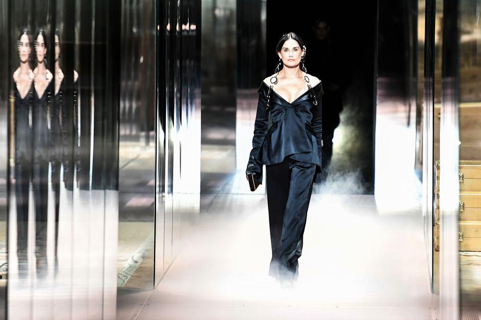 Demi Moore pentru Fendi la Săptămâna modei din Paris