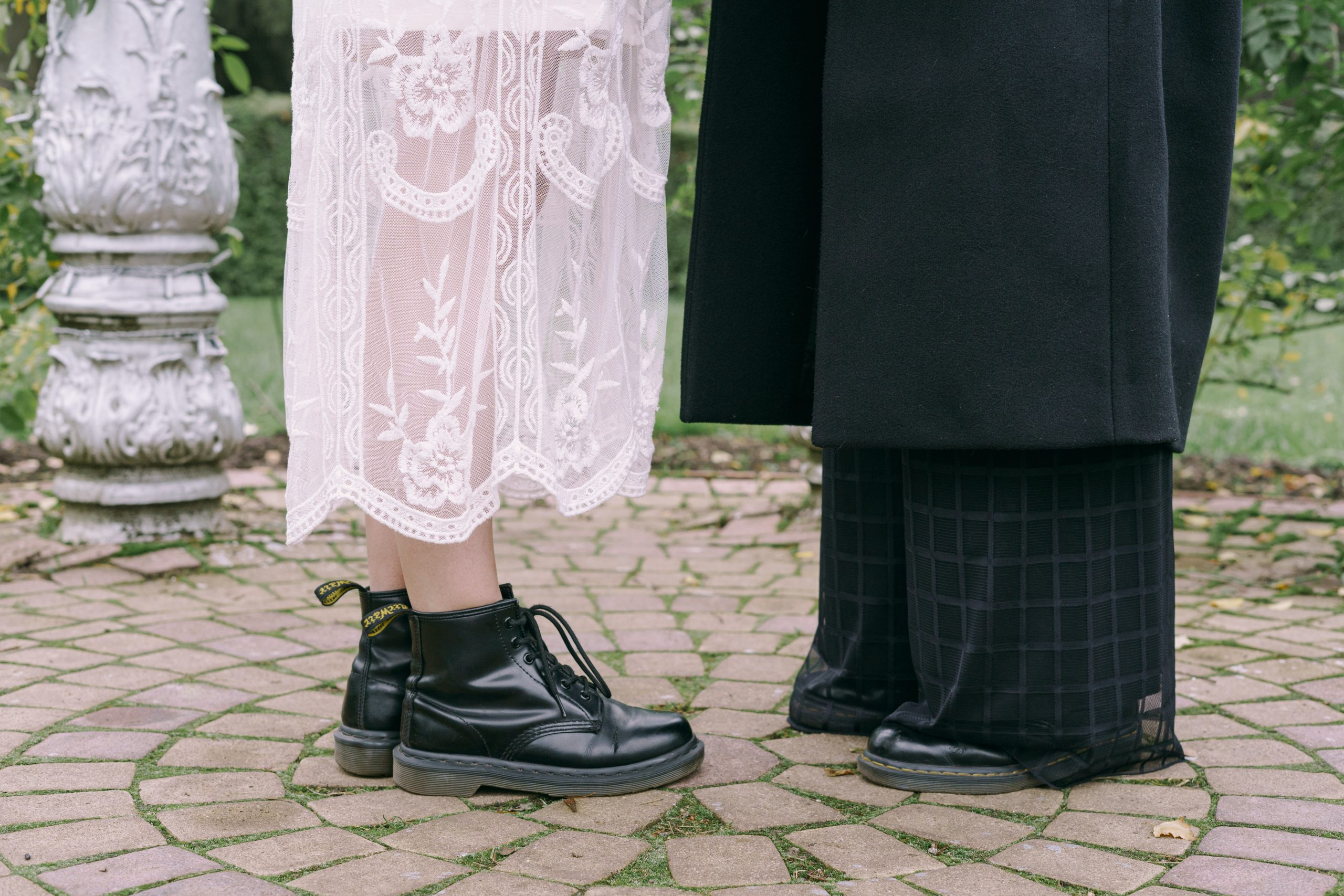 Ținute cu botine negre pentru a-ți inspira următorul look