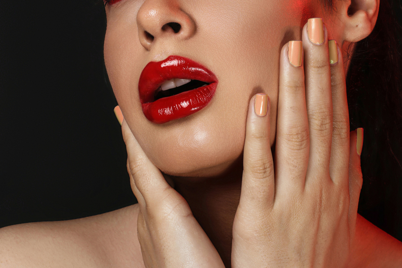 4 pași simpli pentru obținerea unor buze frumoase și sănătoase