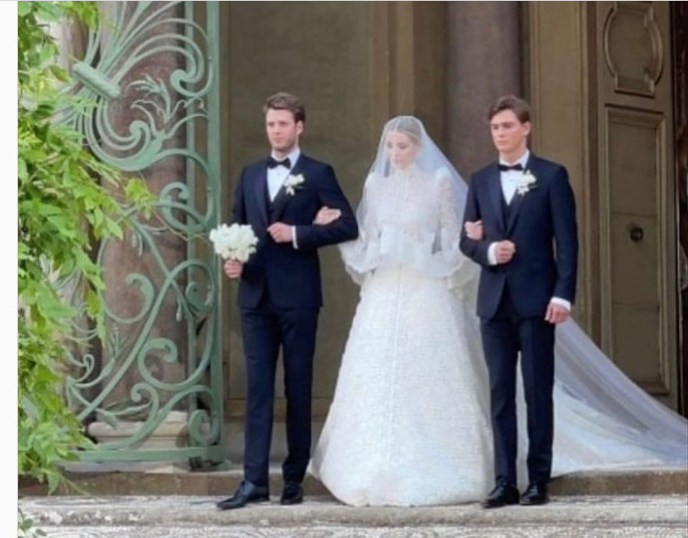 Nepoata prinţesei Diana, nuntă by Dolce & Gabbana