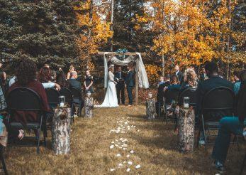 Nunțile de toamnă și modele de rochii pentru invitate