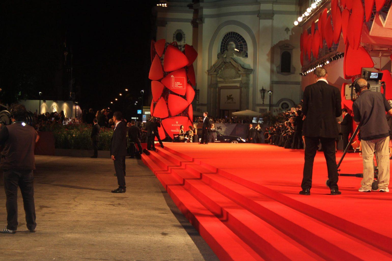 Ținutele divelor la deschiderea Festivalului de Film de la Veneția