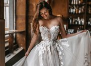 Te măriți la anul? Iată cele mai noi tendințe în materie de rochii de mireasă